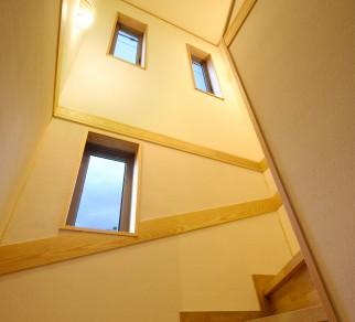高床式住宅で土地スペースを有効に (K様邸)